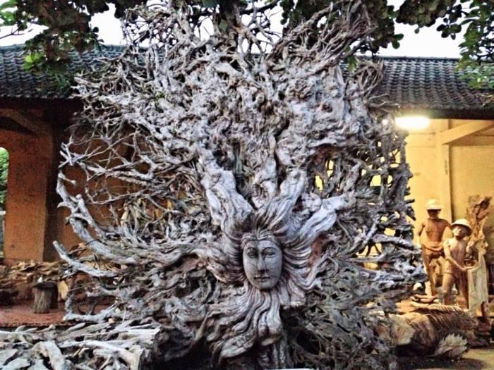 woodcarving at mas ubud